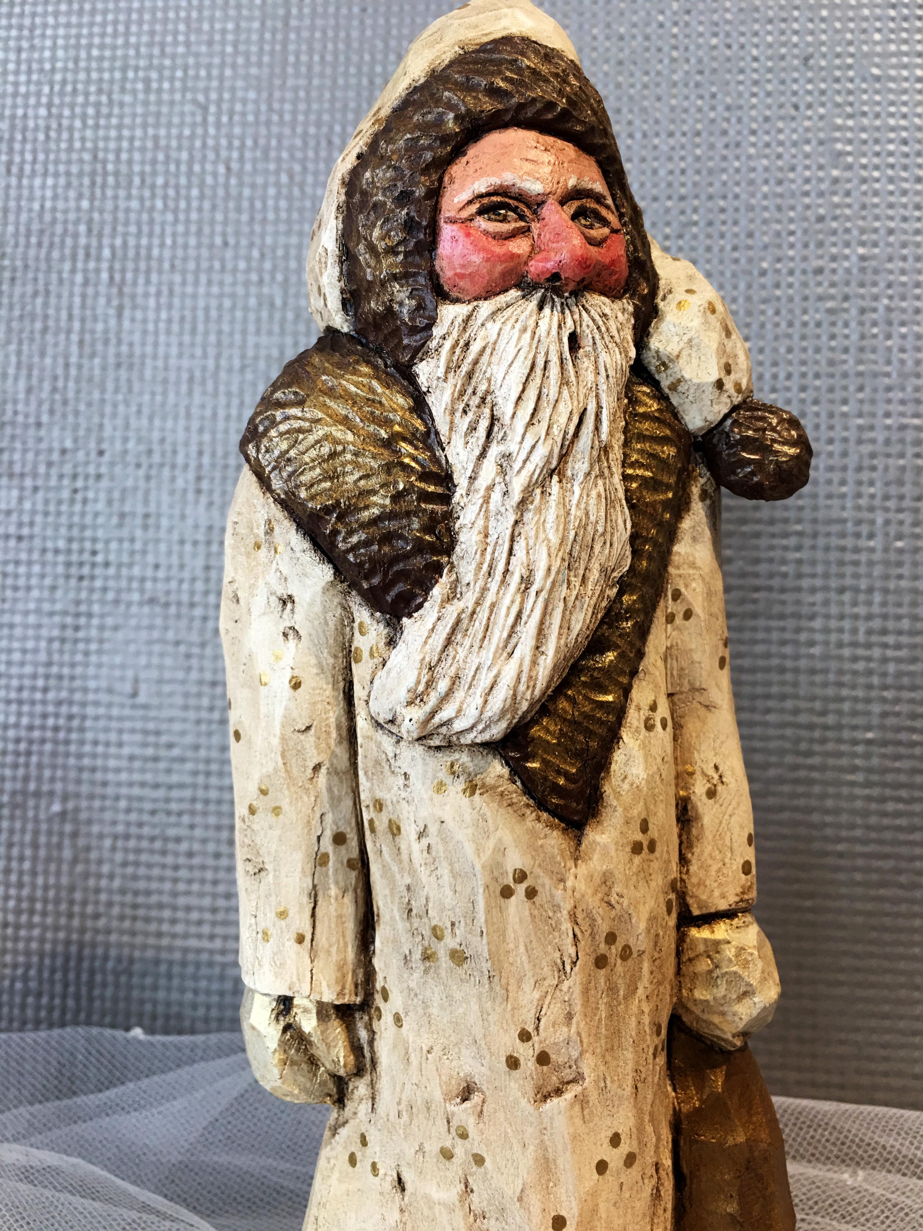 2016-holiday-popup-shop_wood-santa